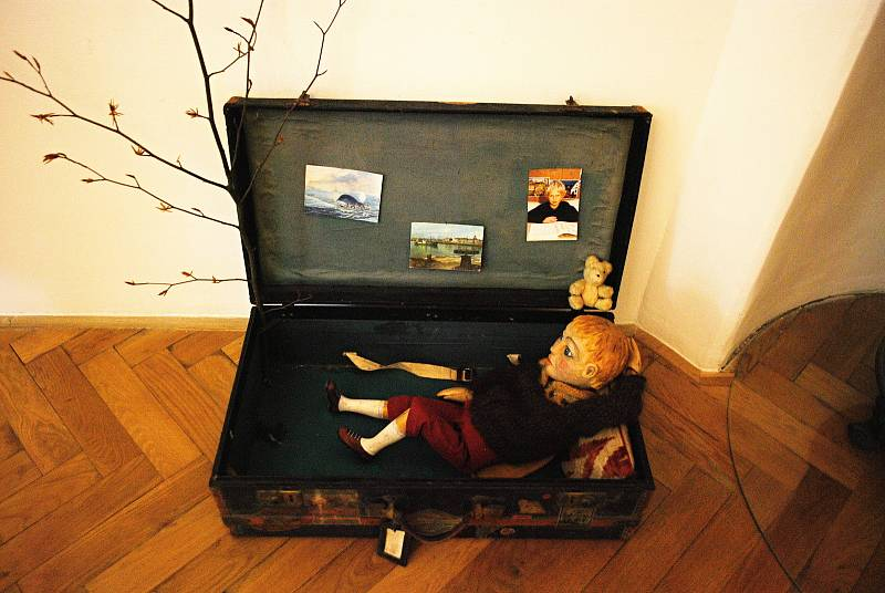 Eliška Podzimková instalovala na Zámku Valdštejnů interaktivní výstavu Malý princ. Lidé mohou s pomocí mobilu animovat ilustrace na zdi.