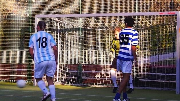 Zápas mezi FC Brüx 2002 a FC Boe United.