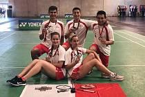 Badmintonistka Veronika Dobiášová (dole vlevo).