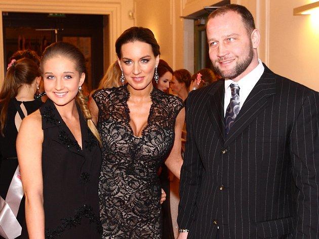 Jiří Šlégr se svou manželkou Lucií Královou a dcerou.