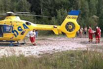 Neslavně dopadlo koupání v oprámu u Braňan pro muže. Po nepovedeném skoku do vody pro něj musel přiletět vrtulník. Koupání tam není povolené, jde o dobývací prostor Keramostu.