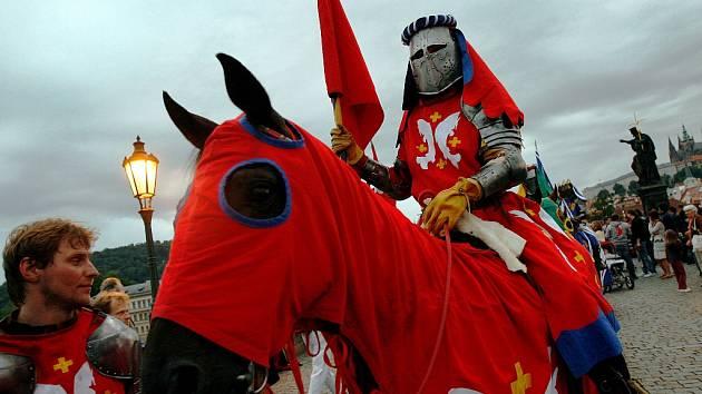 Řád Křižovníků s červenou hvězdou chce od Mostu zpět pozemky.