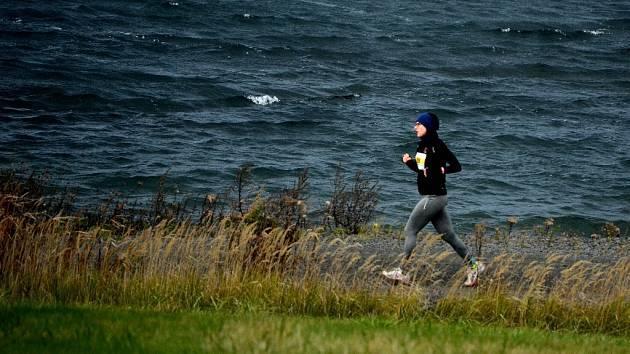 Běh kolem Jezera Most v sobotu 28. října.