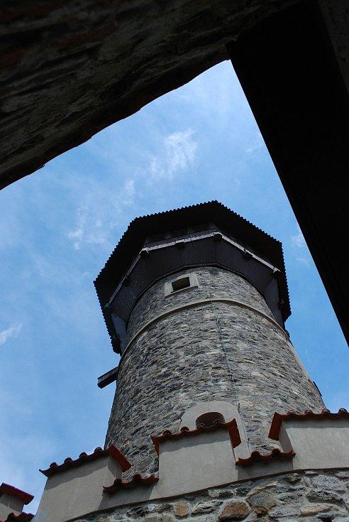 Otevřená věž na mosteckém hradě.