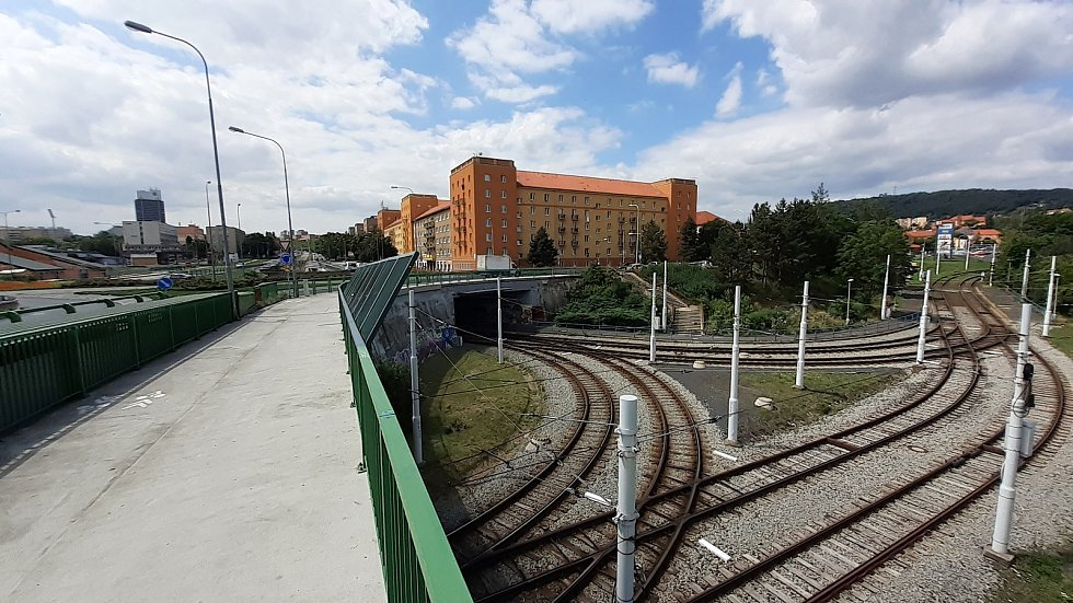 Deprivovaná mostecká zóna Stovky kudy vede hlavní pěší trasa k jezeru Most.