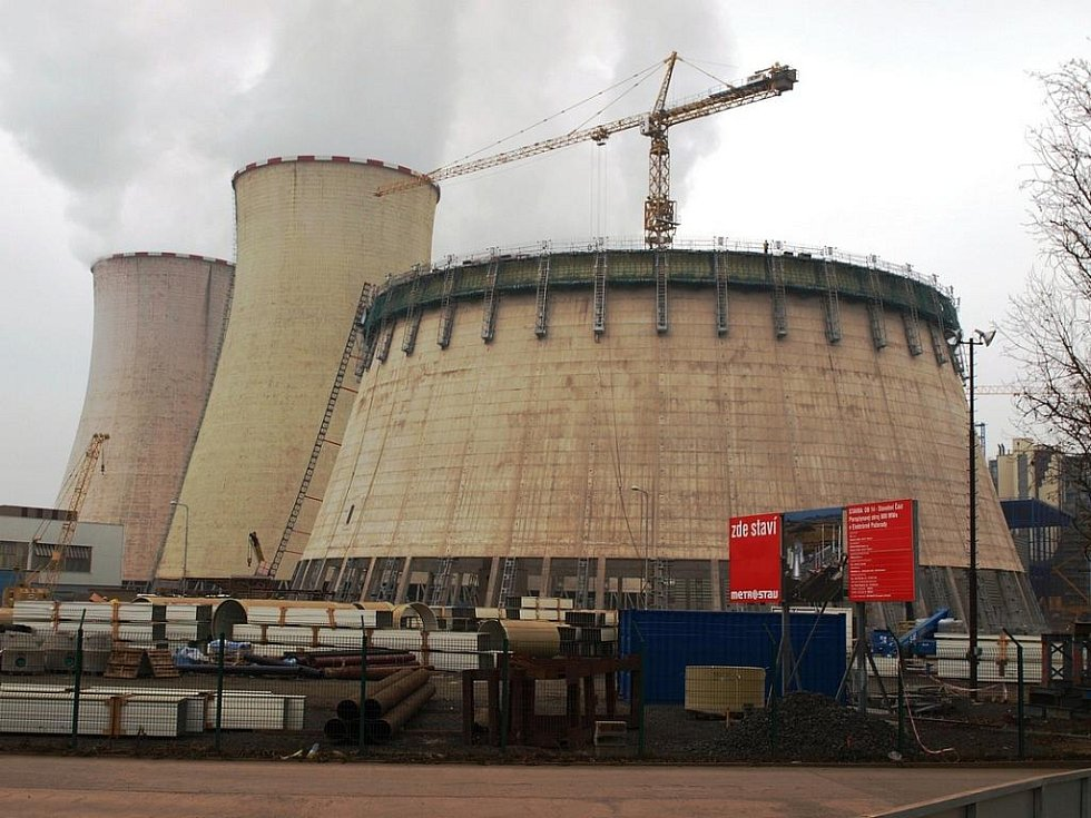 Stavba nové elektrárny v Počeradech.