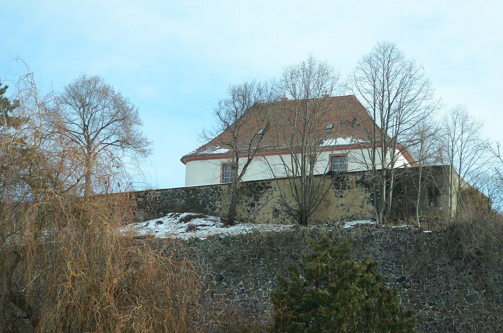 Tvrz v obci Patokryje je starobylou památkou.