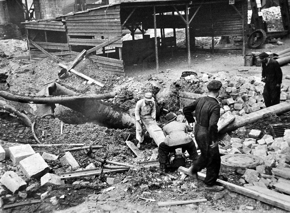 Před 75 lety byla prvním velkým náletem na chemickou rafinérii v Záluží odstartována Bitva o benzín.