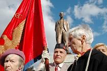 Při odhalení sochy T. G. Masaryka byli i členové Sokola z Lomu, Litvínova a Duchcova.