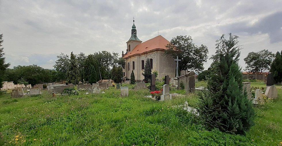 Na Vtelenském hřbitově chátrají německé hrobky