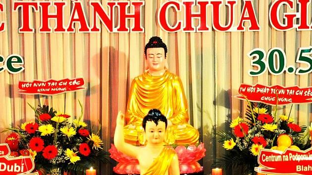 """Vietnamská oslava svátku """"Buddhova narození"""" v Dubí."""