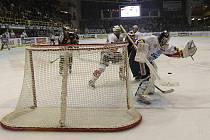 Hokejisté Litvínova v souboji proti Pardubicím