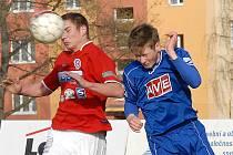 Souš (v červeném) na úvod sezony zdolala Nový Bor.