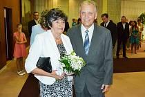DIAMANTOVÁ SVATBA. Manželé Eva a Rudolf Liebigovi si po šedesáti letech společného života v sobotu v Mostě na radnici opět řekli své ano.
