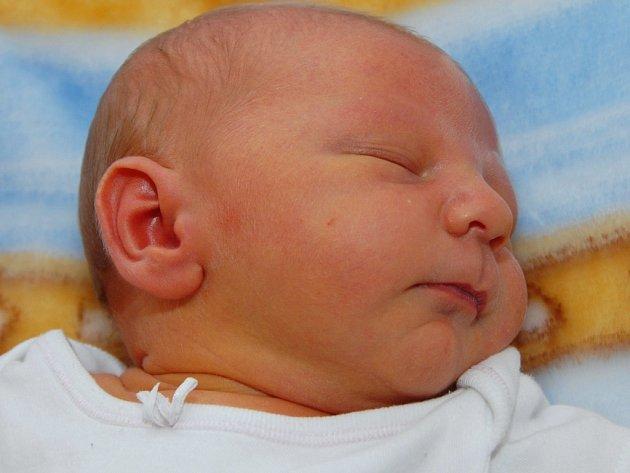 Již 26. října v 18 hodin se narodil Oldřich Kopta. Při narození měřil 54 cm a vážil 3,81 kg. Radost tak bude dělat mamince Vladimíře Koptové z Mostu.