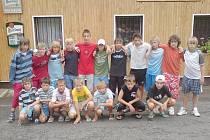 Mostečtí fotbaloví žáci.