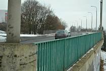 Most k mostecké nemocnici nahradí lepší konstrukce. Radnice komunikaci uzavře a řidiče odkáže na objížďku.