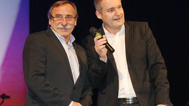 Krajský ples v Mostě bude moderovat Vladimír Hron. Na snímku je na krajském plesu v Ústí v roce 2014.