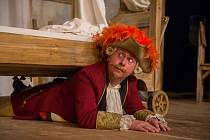Opět na veleúspěšnou komedii Baron Prášil.