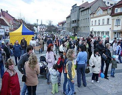 V odpoledních hodinách  stoupl počet návštěvníků z desítek na stovky.