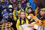 Děti si mohly na hokeji zasoutěžit.
