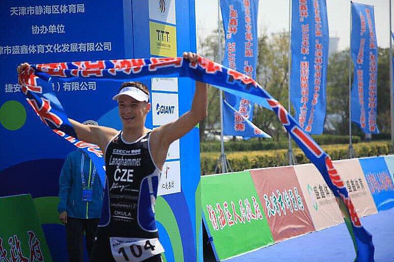 Jakub Langhammer závodil v Číně.