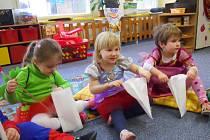 Kam svěřit dítě? Do školky, nebo chůvě?