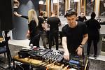 Kavárna v mosteckém Centralu pořádala noční taneční párty
