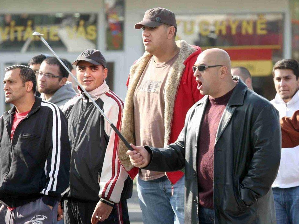 Dav Romů si vyšlápl na samozvané Ochranné sbory nacionalistické Dělnické strany, které chtěly hlídkovat na Litvínovském sídlišti Janov