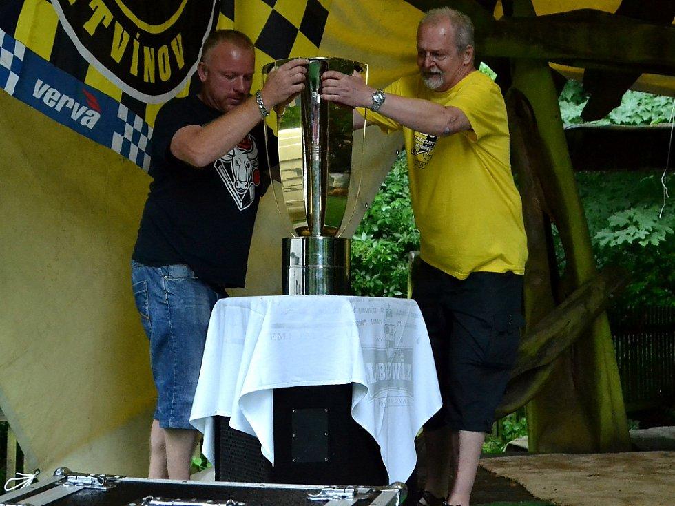 Pak už připravili skutečný pohár. Ten, který Litvínov loni vyhrál.