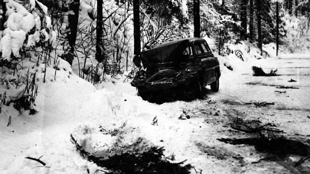 Zimní nehoda na silnici Fláje - Český Jiřetín.