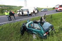Smrt dvou lidí si vyžádala ranní nehoda u Bělušic.