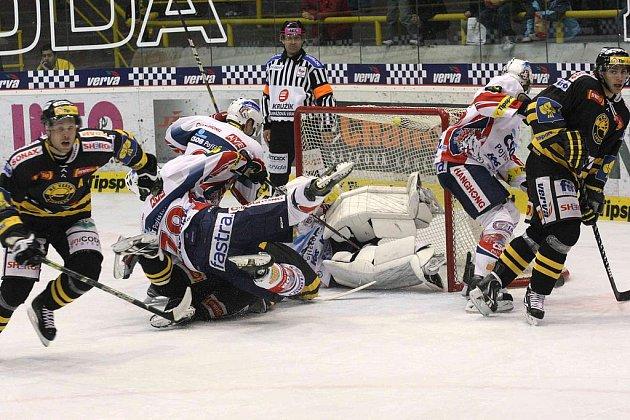 Hokejisté Litvínova v zápase s hokejisty Pardubic