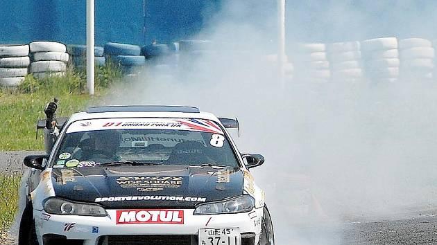 Závody v driftování.