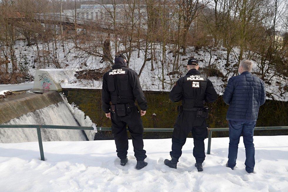 Ústečtí strážníci kontrolovali také průtoky na menších tocích