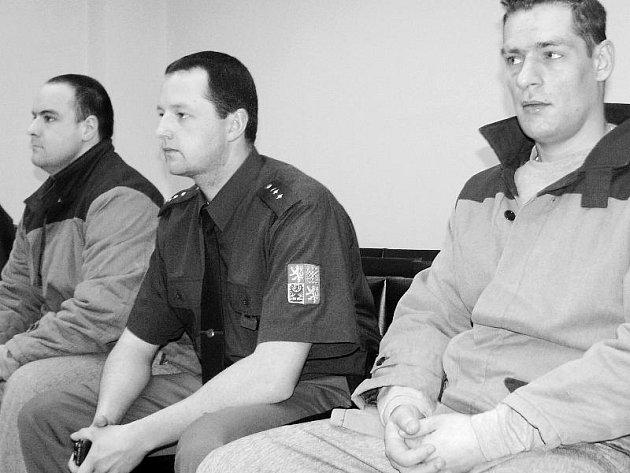 Filip Markovič a Oldřich Mach v soudní síni.