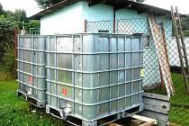 Kontejner, který používají zahrádkáři, může obsahovat zbytek chemikálií po předešlém majiteli.