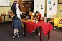 Mládež přespala v knihovně, tentokrát se noc nesla v duchu příběhu slavného kouzelníka.