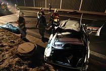 Hasiči zasahují na místě tragické nehody mezi Mostem a Bílinou