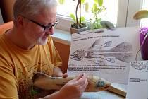 Na modelu této zvláštní ryby právě pracuje Jaroslav Bažant, kurátor zoologické sbírky našeho muzea.