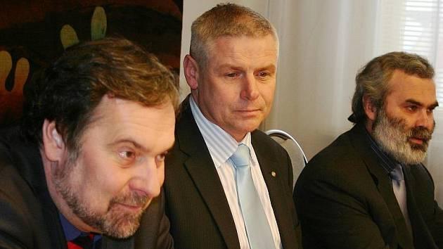 Starosta Litvínova Milan Šťovíček (uprostřed).