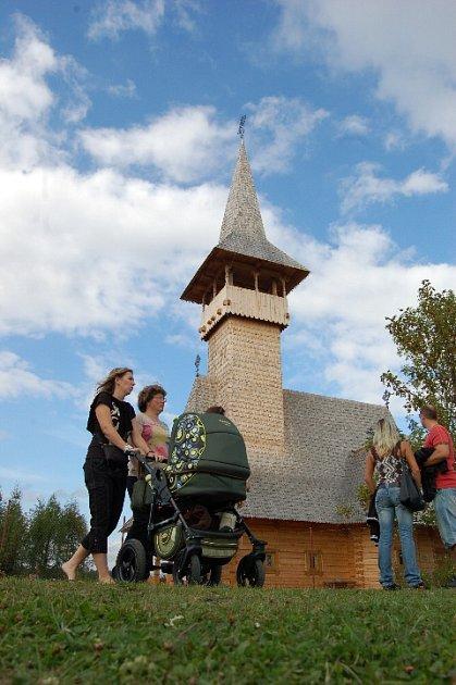 Kostel krátce po výstavbě.