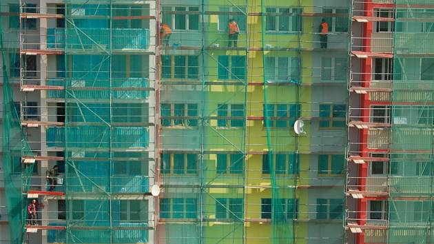 Stavební ruch na mosteckém sídlišti.