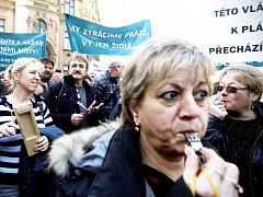 Odboráři z těžařské firmy Czech Coal demonstrovali před třemi lety před Úřadem vlády v Praze proti novele horního zákona.