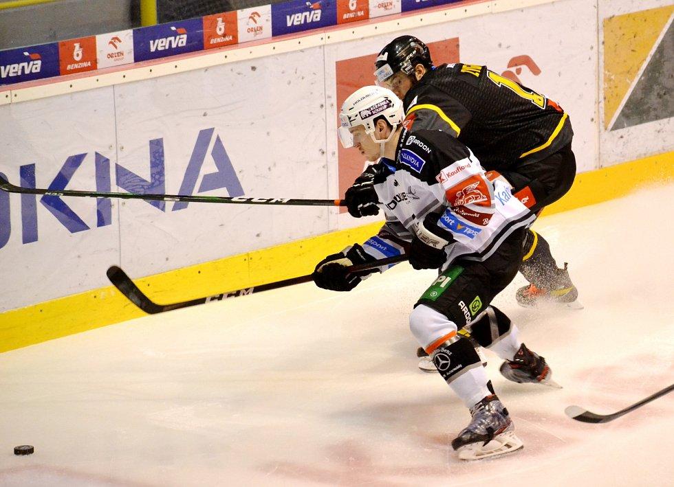 Podkrušnohorské derby Litvínov versus Karlovy Vary.