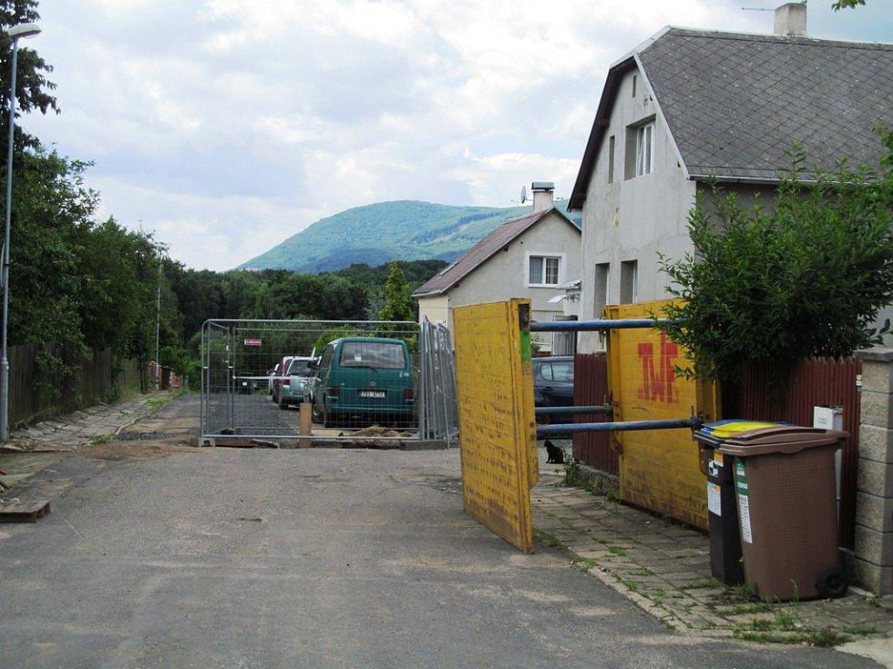 Severočeská vodárenská společnost rekonstruuje ve Vilové ulici  a v přilehlé části Podkrušnohorské ulice v Litvínově vodovod a kanalizaci. Zároveň provede převedení odpadních vod.