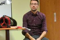 Herec Lukáš Hejlík loni opět zavítal do knihovny se svým projektem s názvem Listování.