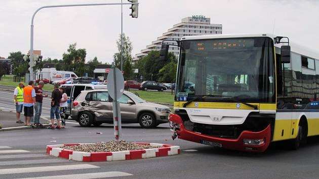Nehoda na křižovatce ulic Moskevská, Bělehradská a J. z Poděbrad.