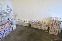Celníci našli v Mostě bezmála 460 tisíc kusů cigaret.