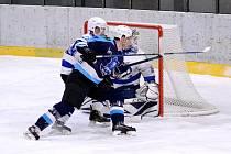 Druhý zápas čtvrtfinále play off mezi domácím Mostem (v modrém) a hosty z Jablonce.